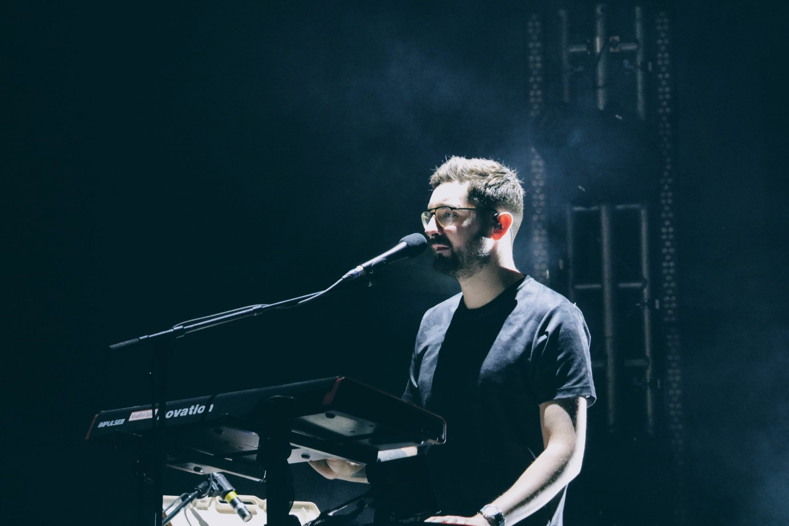 Gus Unger-Hamilton of alt-J performing at VH1 Supersonic Pune. Feb 2018.