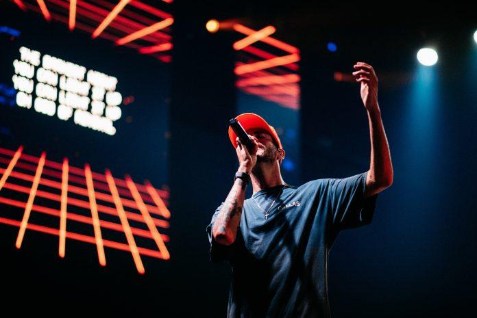 man in blue crew neck t-shirt wearing red cap