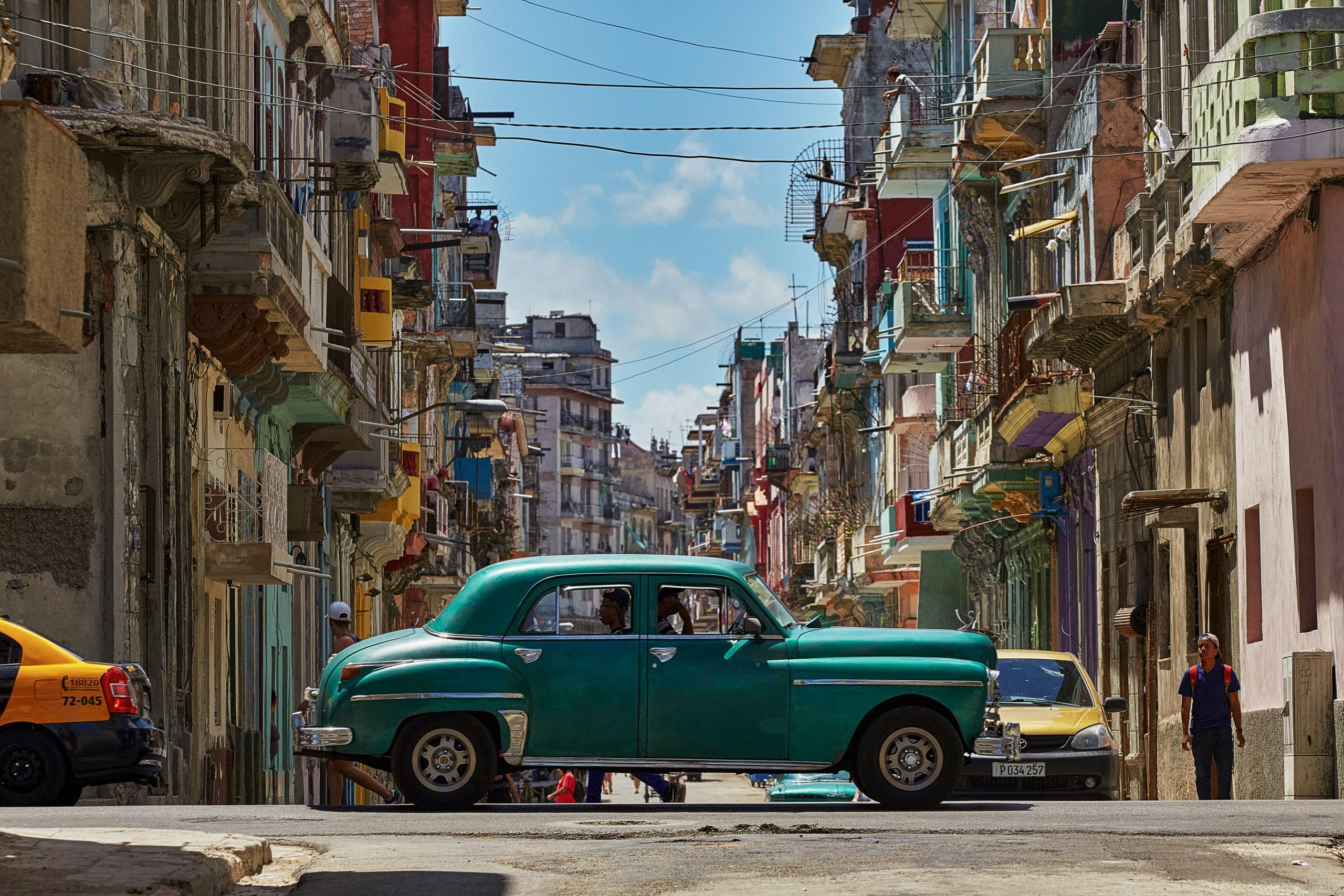 Oldtimer crossing one of Havanna's main streets